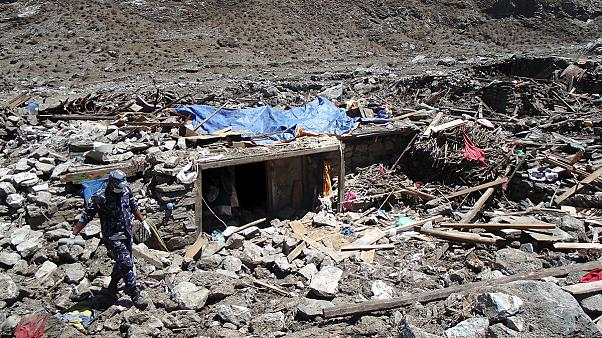 Nepal cash payments for remote earthquake survivors