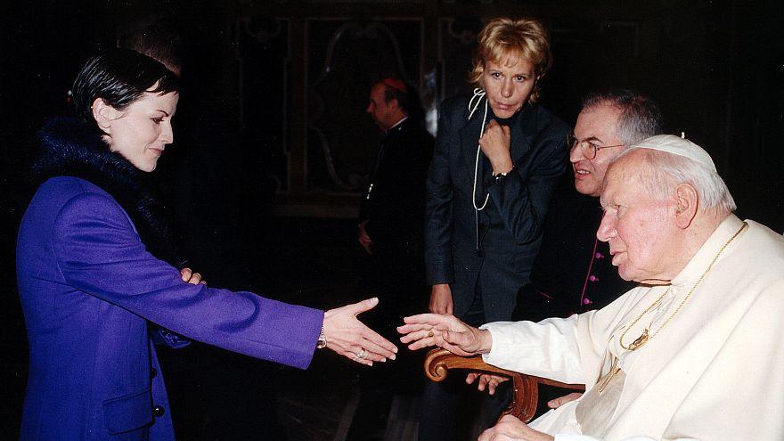 Image: Dolores O'Riordan greets Pope John Paul II at the Vatican