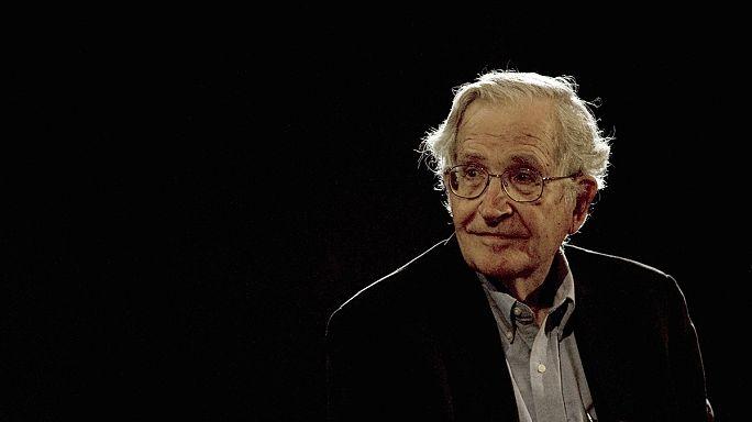 Chomsky: Magyarország egy külön történet