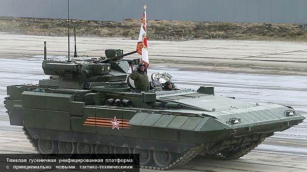 """Ruslar'ın """"çok gizli"""" insansız Armata Tankı görücüye çıktı"""