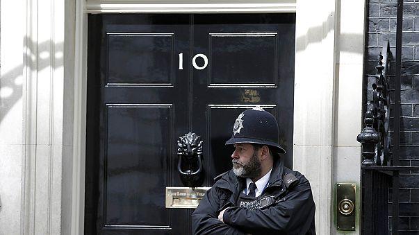 Elezioni in GB: testa a testa conservatori e laburisti. A rischio la maggioranza assoluta