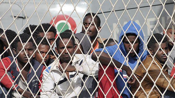 Mittelmeer: Fast hundert Bootsflüchtlinge von dahintreibendem Schiff gerettet