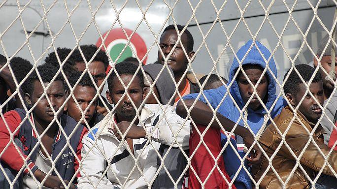 Tovább özönlenek a menekültek a Földközi-tengeren Európa felé