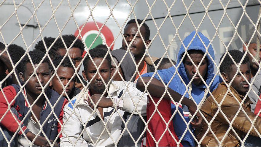 Itália: Resgatados migrantes à deriva no Mediterrâneo