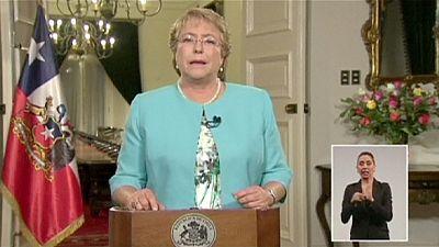 Chilean President Bachelet sacks cabinet
