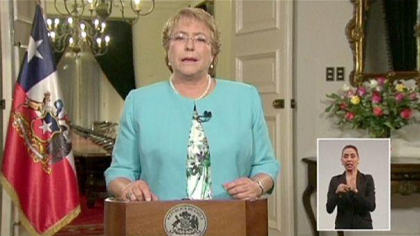 Президент Чили потребовала отставки кабинета министров