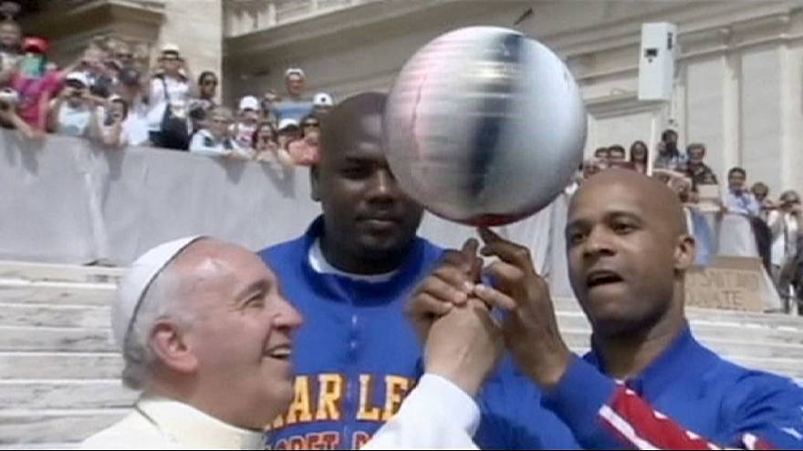Pope Francis made honorary Globetrotter