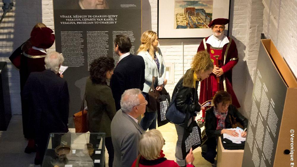 Bruselas homenajea a Vesalio, médico del emperador Carlos y padre de ...