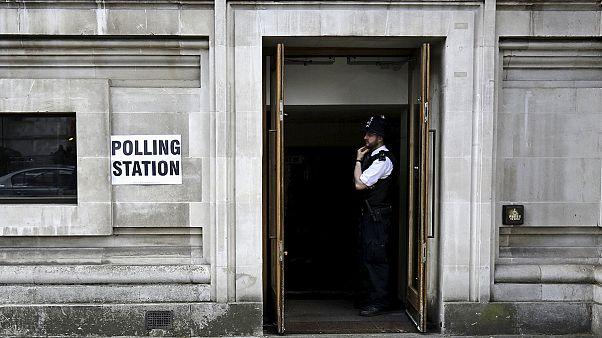 Hochspannung auf der Insel: Wahlausgang in Großbritannien völlig offen
