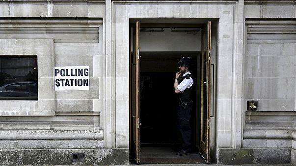 Rendben zajlanak a brit választások