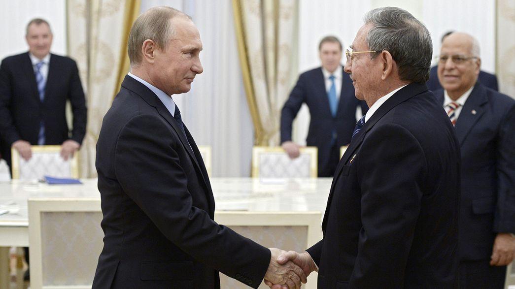 """Raul Castro em Moscovo com """"perspetivas de aproximação"""""""