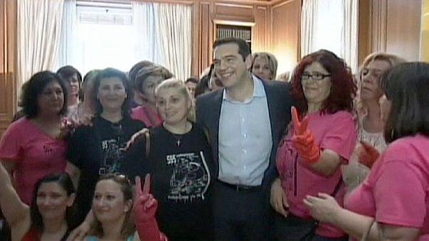 Grecia aprueba readmisión de 4.000 funcionarios