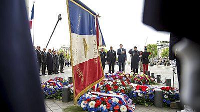 França comemora fim da segunda guerra mundial na presença de John Kerry