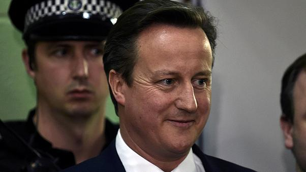 Cameron says he'll stick to promise to hold EU referendum