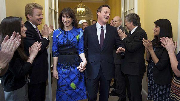 ديفيد كامرون يشرع في تشكيل حكومة مُحافظة بعد فوزه بالانتخابات