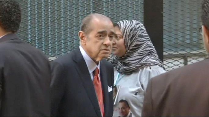 محكمة جنايات القاهرة تقضي بسجن مبارك ونجليه 3 سنوات