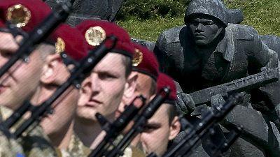 """Kiev festeggia il Giorno della Vittoria, Poroshenko: """"Fuori gli occupanti''"""