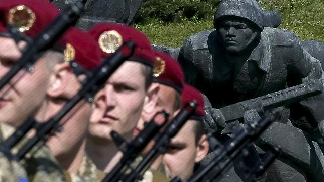 День Победы в Киеве и в Донецке