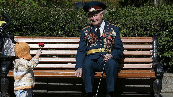 """Rusya'da """"Ölümsüz Alay"""" yürüyüşlerine binlerce kişi katıldı"""
