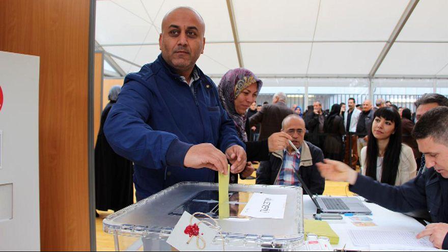 Yurt dışında yaşayan Türkler ilk kez bir genel seçim için oy veriyor