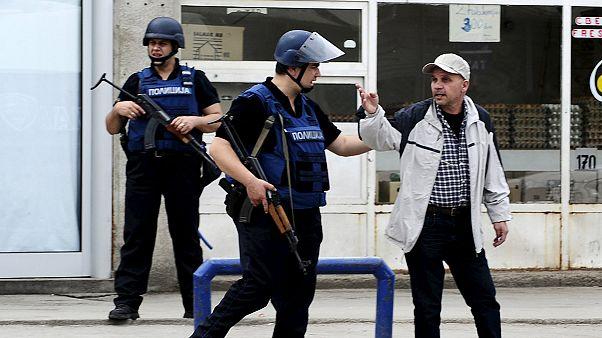Mazedoniens Regierung meldet fünf tote Polizisten bei Gefechten