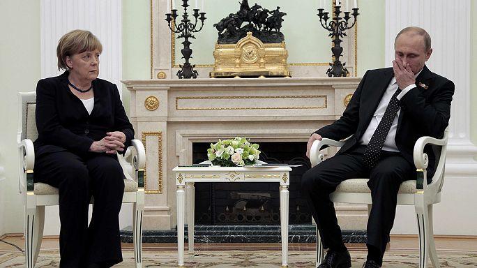 Angela Merkel rencontre Vladimir Poutine à Moscou pour relancer un processus de paix très précaire en Ukraine