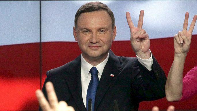 El opositor, Andrzej Duda, encabeza la primera vuelta de las elecciones polacas