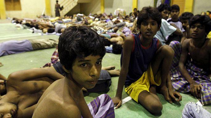 Сотни мигрантов спасены у берегов Индонезии