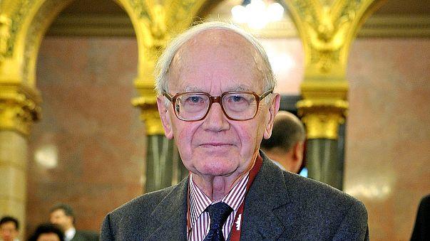 Elhunyt Lámfalussy Sándor
