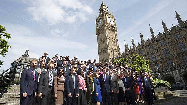 """İngiltere'de seçim sonuçları """"deprem"""" etkisi yarattı"""