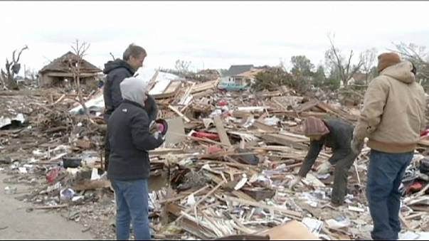 Más de 70 tornados barren el Medio Oeste estadounidense