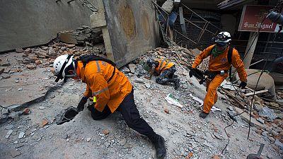 Erneut schweres Erdbeben in Nepal