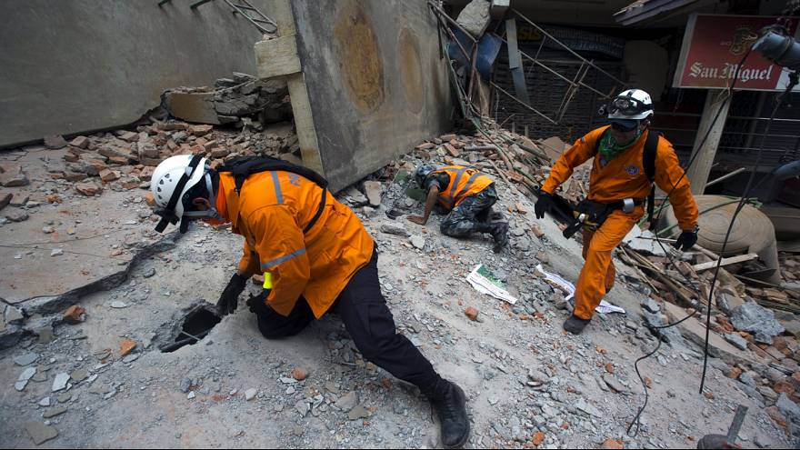 At least 40 killed and hundreds injured in new powerful quake in Nepal