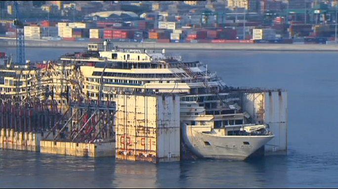 """سفينة """"كوستا كونكورديا"""" تقوم بأخر رحلة  قبل تفكيكها"""
