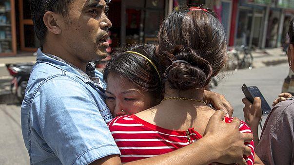Nepal ve Hindistan'da deprem paniği