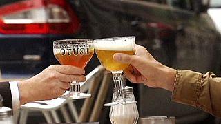 ΟΟΣΑ: Στα 8 λίτρα το χρόνο ανά άτομο η μέση κατανάλωση αλκοόλ στην Ελλάδα