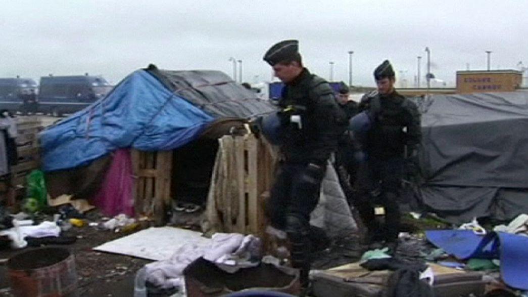 La policia francesa grabada mientras golpeaba a inmigrantes en Calais