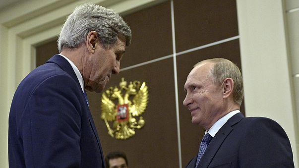 """Путин угостил Керри крымским вином и """"разъяснил ему свою позицию"""""""