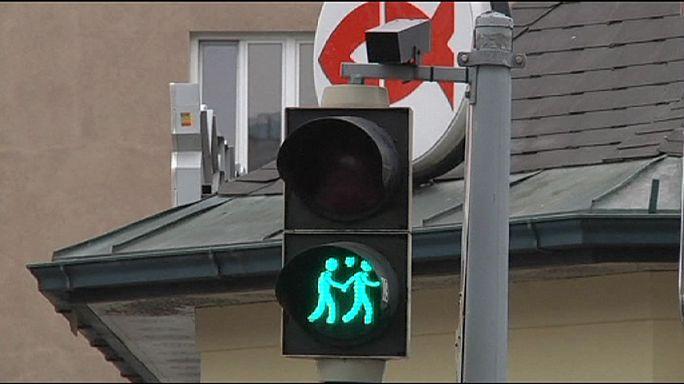 """В Вене перед """"Евровидением"""" установили """"гей-лесби-светофоры"""""""