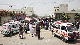 عشرات القتلى والمصابين في هجوم على حافلة في باكستان