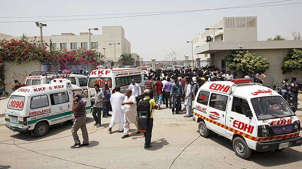 Vérontás egy pakisztáni munkásbuszon
