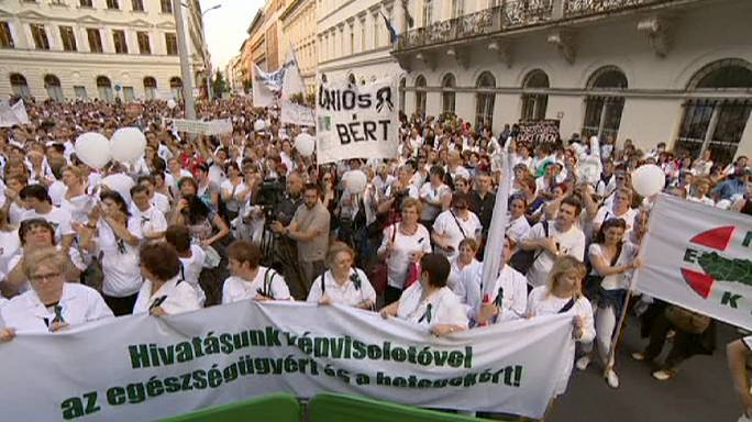 Protesting healthcare workers in Budapest demand better conditions