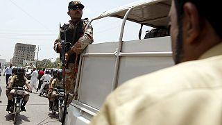 مقتل 43 شخصا في اعتداء على حافلة في مدينة كراتشي الباكستانية