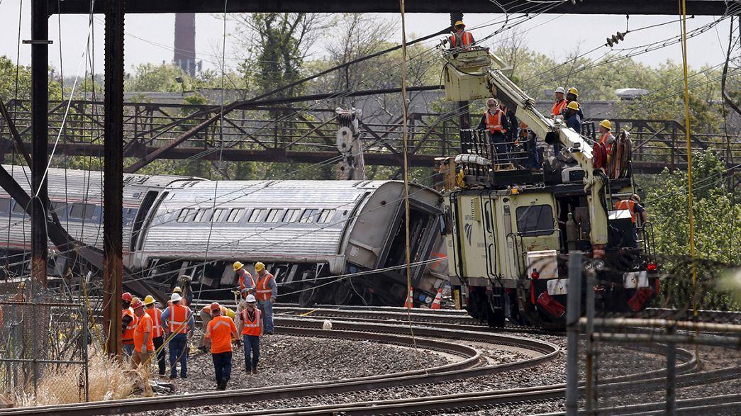 EUA: Investigadores tentam apurar causas do descarrilamento de um comboio em Filadélfia