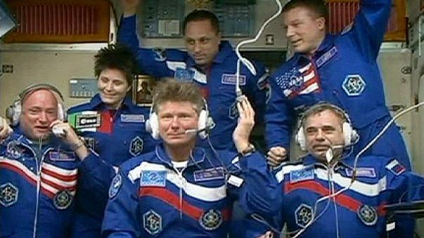 """Космонавты задержатся на МКС из-за аварии """"Прогресса"""""""
