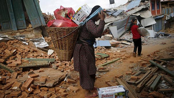 Nepalese camp outside, too scared to return to quake-damaged homes