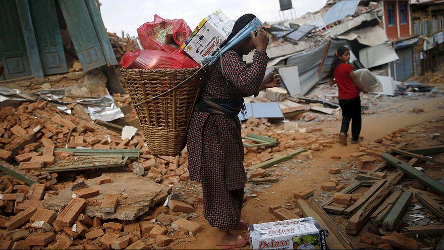 Жители Катманду боятся возвращаться в свои дома