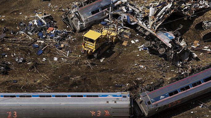USA : sept morts dans le déraillement d'un train en excès de vitesse à Philadelphie