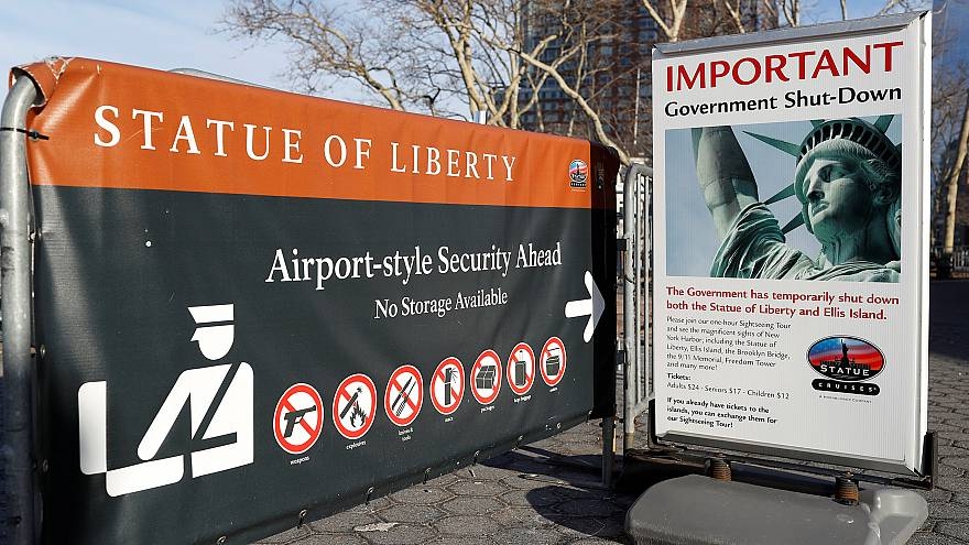 Image: A sign announcing the closure of the Statue of Liberty, due to the U