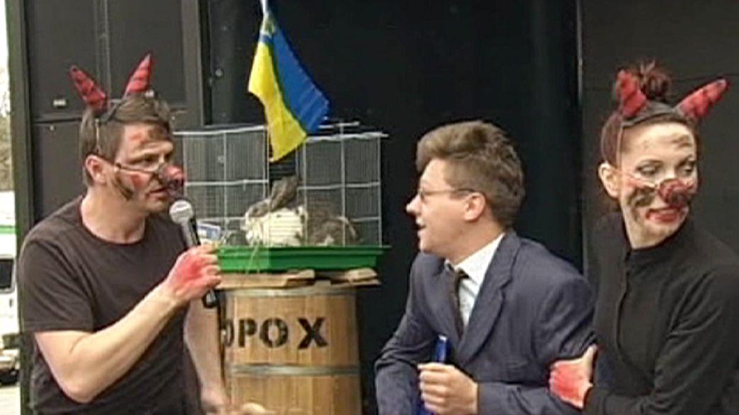 احتجاجات اجتماعية ساخرة من رئيس الوزراء في أوكرانيا